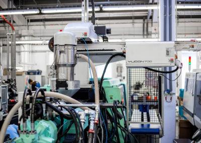 strojní zázemí lisovny plastů